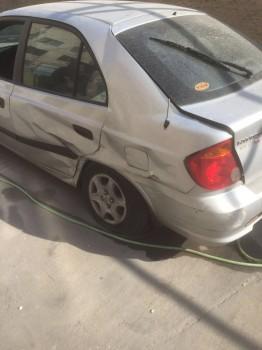 רכב יונדאי לפירוק קיבל מכה בצד מוגדר לא לנסיעה